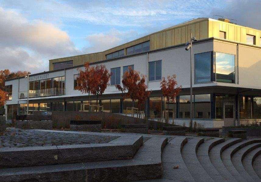 Fasaden på Landvetters kulturhus och bibliotek.
